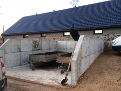 Farmyard manure storage and slurry storage construction in Antineni