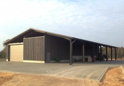 Equipment hangar construction in Lambarte